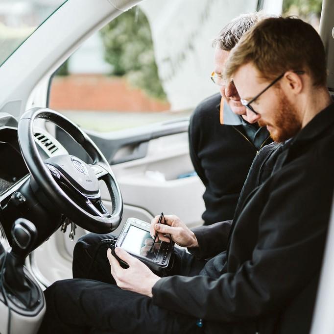 locksmith inside vehicle fixing key locks